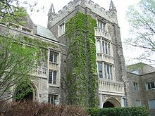 McMaster_University_-_University_Hall_tower_and_archway